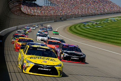 Start: Matt Kenseth, Joe Gibbs Racing Toyota leads