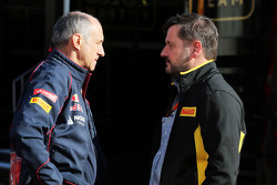Franz Tost, Scuderia Toro Rosso teambaas met Paul Hembery, Pirelli Motorsport Directeur