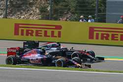 Carlos Sainz Jr., Scuderia Toro Rosso STR10 and Jenson Button, McLaren MP4-30 battle for position