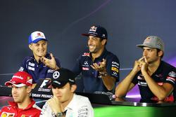 Marcus Ericsson, Sauber F1 Team; Daniel Ricciardo, Red Bull Racing; Carlos Sainz Jr., Scuderia Toro Rosso, Sebastian Vettel, Ferrari, Nico Rosberg, Mercedes AMG F1