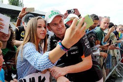 Nico Hulkenberg, Sahara Force India with fans