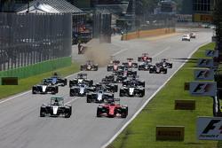 汉密尔顿, 梅赛德斯AMG F1 W06 和维特尔, 法拉利 SF15-T 在发车时