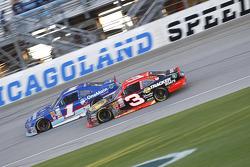 Elliott Sadler, Roush Fenway Racing Ford and Ty Dillon, Richard Childress Racing Chevrolet