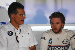 Dr. Mario Theissen, BMW Sauber F1 Team, BMW Motorsport Director, Nick Heidfeld, BMW Sauber F1 Team