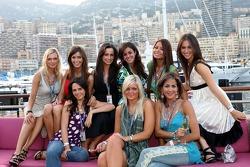 Formula Unas girls: Daniel Gracia, Rebecca Blomgren, Adriana Arevalo, Katja Semenova, Tahnee Frijteers, Mina Zakipour, Estefania Bejarano, Paola Ramirez and Heloise Bien