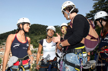 Formula Unas girls in a mountain climbing expedition: Danel Gracia amd Paola Ramirez