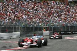 Jarno Trulli, Toyota Racing, TF107 and Takuma Sato, Super Aguri F1, SA07