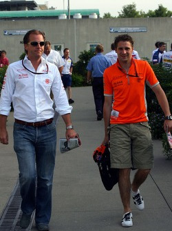 Christijan Albers, Spyker F1 Team arrives at the track and reads The Red Bulletin