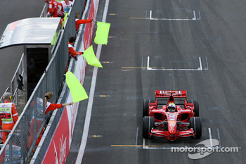 Felipe Massa, Scuderia Ferrari, F2007, had technical problems and caused and aborted start