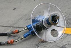 Scuderia Ferrari, Wheel nut guns