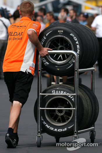 Spyker F1 Team mechanic