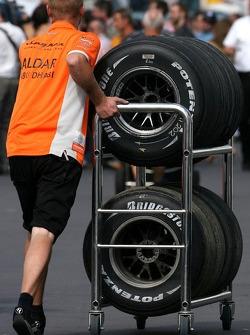 Spyker F1 Team mechanic