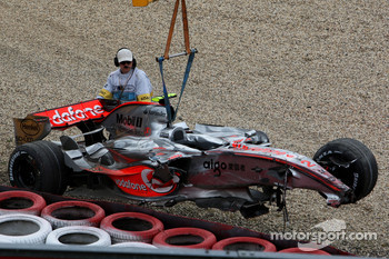 Lewis Hamilton, McLaren Mercedes, MP4-22, crashes heavily in qualifying