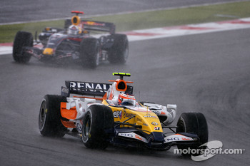 Heikki Kovalainen, Renault F1 Team, David Coulthard, Red Bull Racing