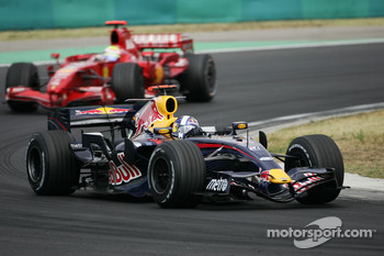 David Coulthard, Red Bull Racing, RB3 leads Felipe Massa, Scuderia Ferrari, F2007