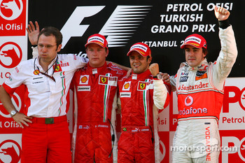 Podium: Stefano Domenicali, Scuderia Ferrari, Sporting Director, second place Kimi Raikkonen, race winner Felipe Massa and third place Fernando Alonso