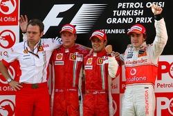 Podium: Stefano Domenicali, Scuderia Ferrari, Sporting Director, second place Kimi Raikkonen, race winner Felipe Massa and third place Fernando Alonso