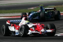 Ralf Schumacher, Toyota Racing, TF107 and Rubens Barrichello, Honda Racing F1 Team, RA107