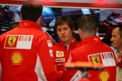 Rob Smedly, Scuderia Ferrari, Track Engineer of Felipe Massa talks with team members