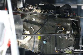 McLaren Mercedes, MP4-22, Gearbox