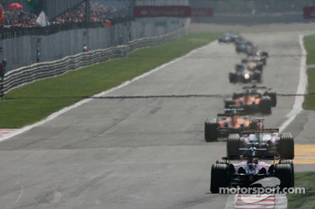 Sebastian Vettel, Scuderia Toro Rosso, STR02 at the back of the field at the start