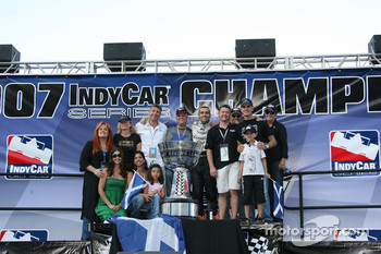 Victory lane: Dario Franchitti celebrates the win and the 2007 IndyCar Series championship with wife Ashley Judd, Michael Andretti and Kim Green