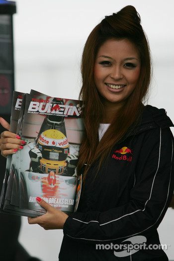 Red Bulletin girl at the paddock gate