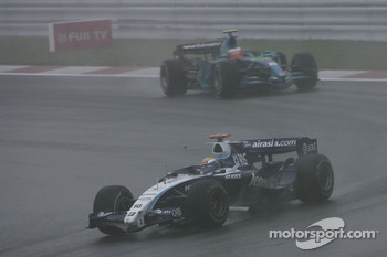 Nico Rosberg, WilliamsF1 Team, FW29 and Rubens Barrichello, Honda Racing F1 Team, RA107