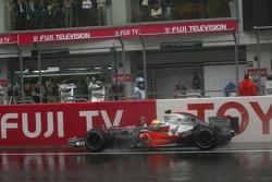 Lewis Hamilton takes the checkered flag