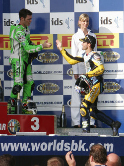 Congratulations between Fonsi Nieto and Max Biaggi