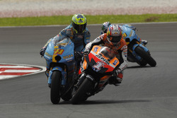 Nicky Hayden and Chris Vermeulen battle