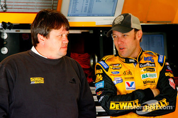 Crew chief Robbie Reiser speaks with Matt Kenseth