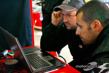 Team race engineer Brian Burns reviews data with Dario Franchitti
