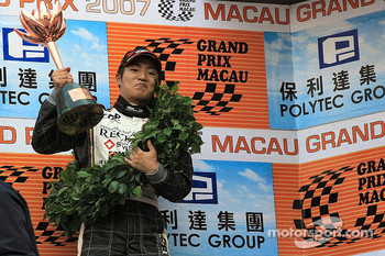 Oshima collects his trophy