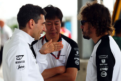 Andrea Stella, McLaren Race Engineer com Fernando Alonso, McLaren