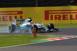 Lewis Hamilton, Mercedes AMG F1 W06 locks up under braking