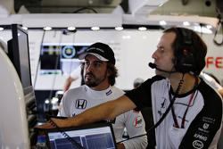 Fernando Alonso, McLaren in the garage with Cairon Pilbeam