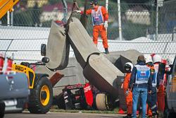 De Scuderia Toro Rosso STR10 van Carlos Sainz Jr., in de Tecpro muur na crash