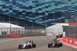 Felipe Massa, Williams FW37 e Jenson Button, McLaren MP4-30