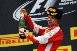 Sebastian Vettel, Ferrari viert tweede plaats op podium