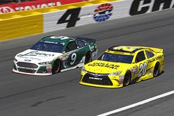 Sam Hornish Jr., Richard Petty Motorsports Ford and Matt Kenseth, Joe Gibbs Racing Toyota