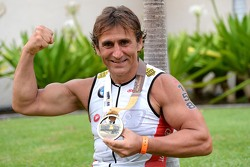 Alex Zanardi finishes the Hawaii Ironman