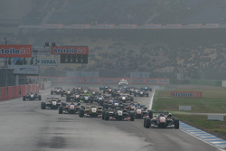Race 3 Start: Felix Rosenqvist, Prema Powerteam Dallara Mercedes-Benz leads