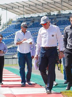 查理•怀汀(F1赛事总监)验收罗德里格斯赛道