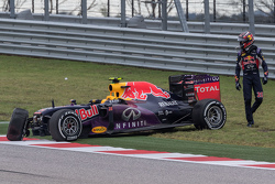 Daniil Kvyat, Red Bull Racing RB11 crashed out of the race