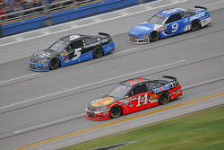 Tony Stewart, Stewart-Haas Racing Chevrolet and Kasey Kahne, Hendrick Motorsports Chevrolet and Sam Hornish Jr., Richard Petty Motorsports Ford