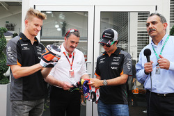 Nico Hulkenberg, Sahara Force India F1 with Nigel Mansell, and Sergio Perez, Sahara Force India F1 with traditional Mexican wrestling masks