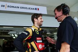 Romain Grosjean, Lotus F1 Team con Alan Permane, Lotus F1