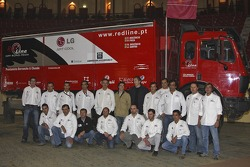 Red Line Off-Road Team: Francisco Inocencio and Paulo Fiuza, Nuno Inocencio and Jaime Santos pose with team members