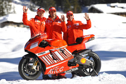 Marco Melandri, Casey Stoner and Vittoriano Guareschi pose with the Ducati Desmosedici GP8